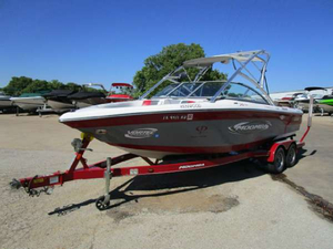 Used Moomba Mobius XLV GG Ski and Wakeboard Boat For Sale