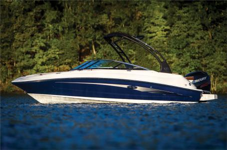 New Sea Ray 220 Sundeck Outboard Bowrider Boat For Sale