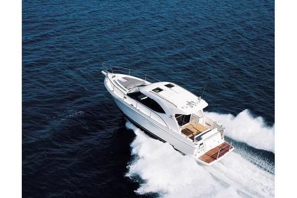 New Riviera 3600 Sport Yacht With IPS Express Cruiser Boat For Sale