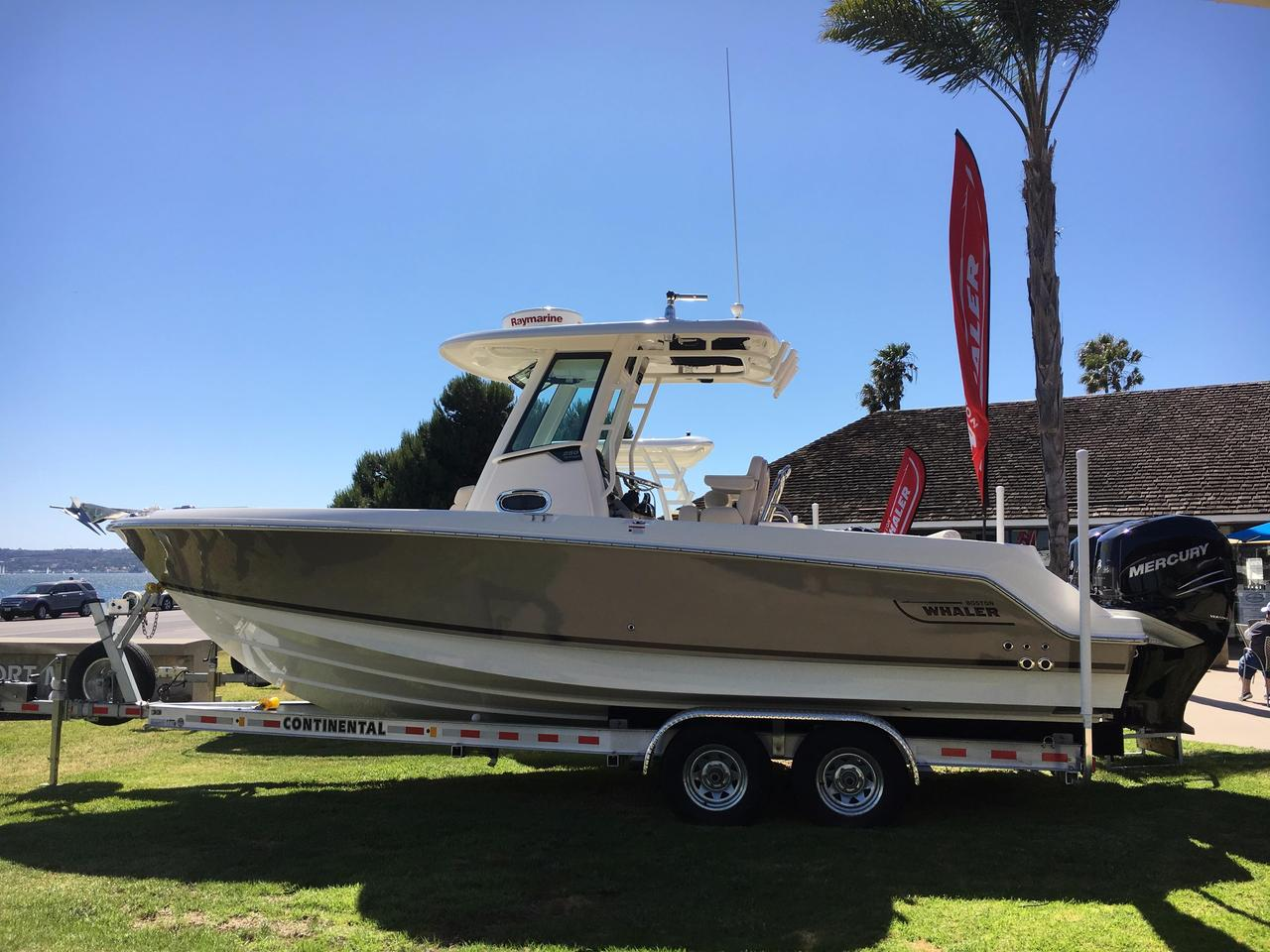 2017 new boston whaler 250 outrage center console fishing for Fishing boats for sale san diego
