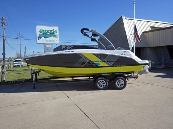 New Four Winns HD220RS Deck Boat For Sale
