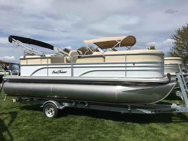 New Sunchaser Classic 8520 Lounger DH Pontoon Boat For Sale