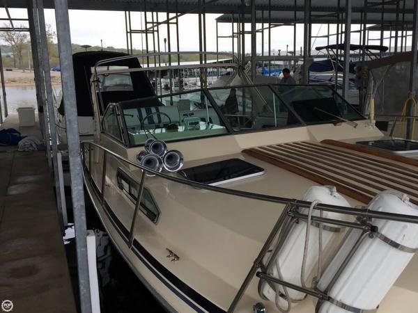 Used Sun Runner 310 Express Cruiser Boat For Sale