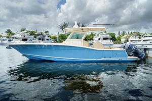 Used Scout Boats 320 LXF Center Console Fishing Boat For Sale