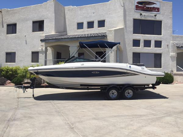 New Sea Ray SPX 210 Bowrider Boat For Sale