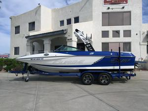 Used Supreme S226 Ski and Wakeboard Boat For Sale