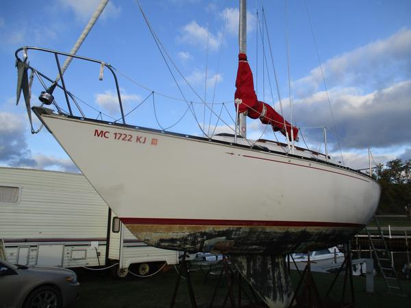 Used C&c 26 Racer and Cruiser Sailboat For Sale
