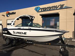 Used Supreme S226 Ski and Wakeboard Boat For Sale