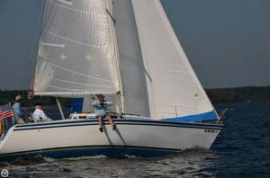 Used Hunter 28.5 Racer and Cruiser Sailboat For Sale