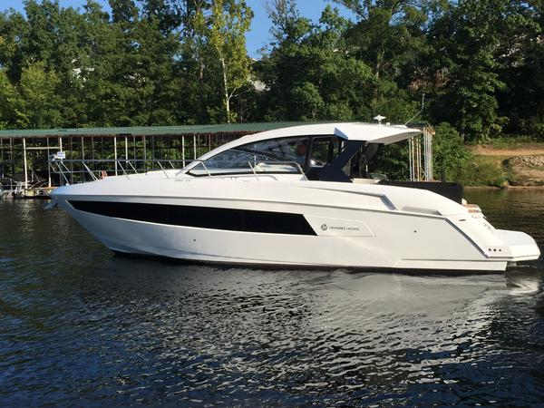 Used Cruisers Yachts 390 Express Cruiser Boat For Sale
