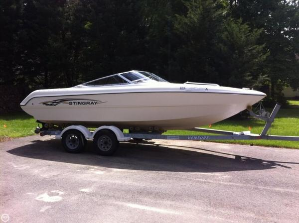 Used Stingray 220 LX Bowrider Boat For Sale