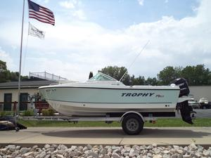 Used Trophy Marine 1806 DC Ski and Wakeboard Boat For Sale