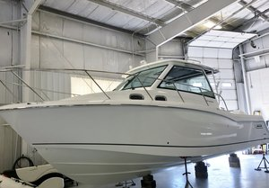 New Boston Whaler 315 Conquest Center Console Fishing Boat For Sale