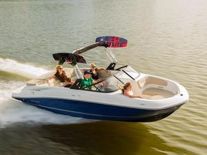 New Bayliner VR6 Outboard Ski and Wakeboard Boat For Sale
