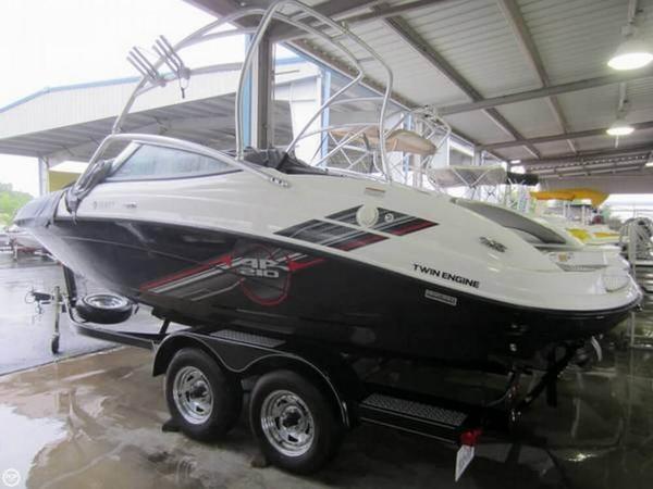 Used Yamaha AR 210 Ski and Wakeboard Boat For Sale