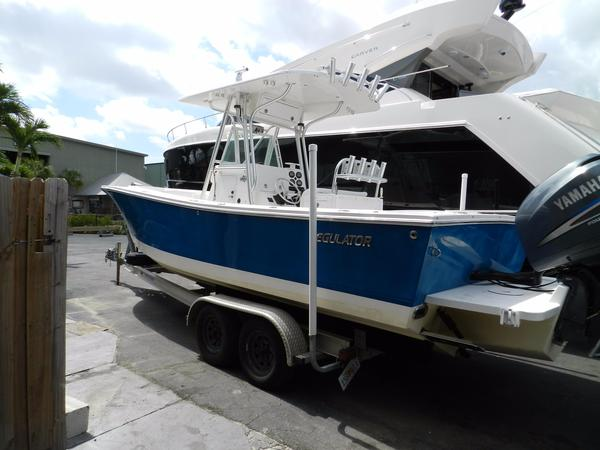 Used Regulator 26 Forward Seating Freshwater Fishing Boat For Sale