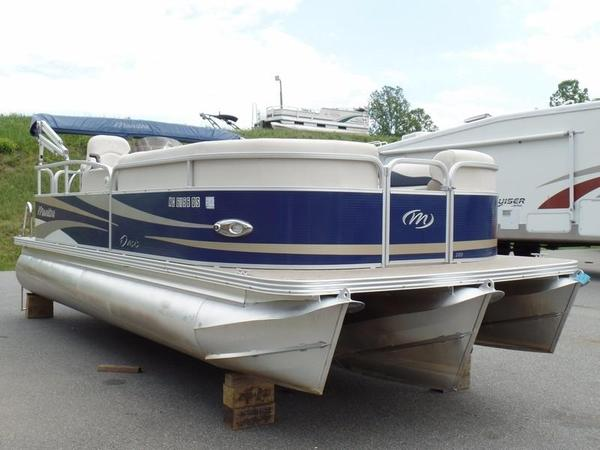 Used Manitou 20 Oasis Pontoon Boat For Sale