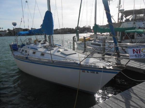 Used Hunter Cherubini Racer and Cruiser Sailboat For Sale