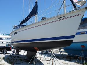 Used Hunter 35.5 Antique and Classic Boat For Sale