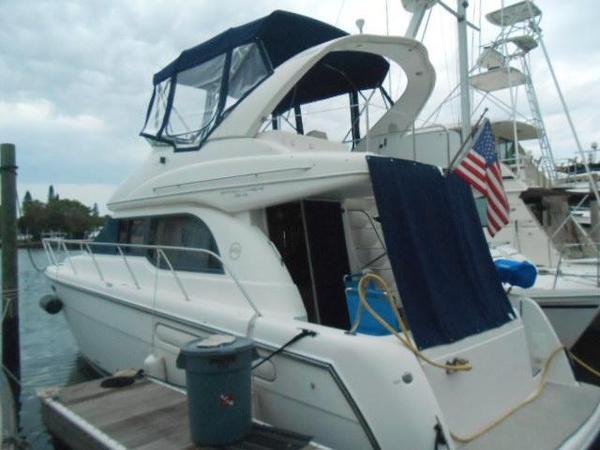 Used Bayliner Sedan Bridge Barge Boat For Sale