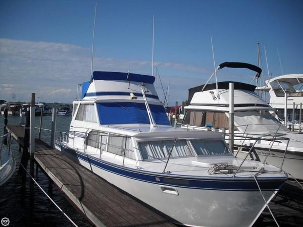 Used Marinette Sedan Express Cruiser Boat For Sale