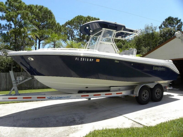 Used Everglades 240 CC Center Console Fishing Boat For Sale