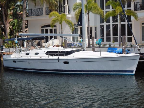 Used Hunter Deck Salon Cruiser Sailboat For Sale