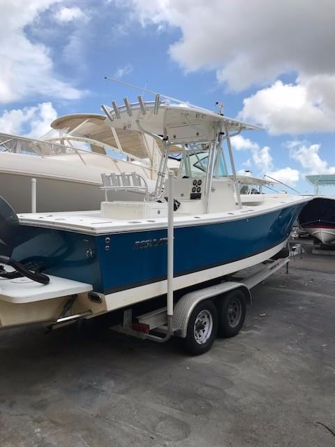Used Regulator 26 Forward Seating Center Console Fishing Boat For Sale