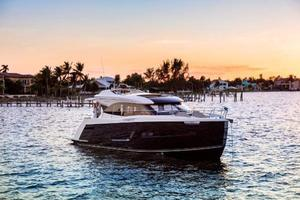 New Carver Yachts C52 Coupe Motor Yacht For Sale