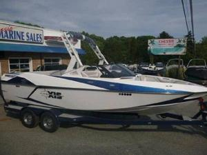 Used Axis Wake Research T23 Ski and Wakeboard Boat For Sale