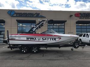 Used Malibu 21VLX Ski and Wakeboard Boat For Sale