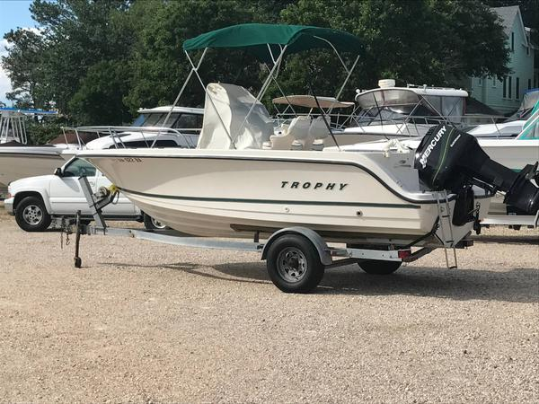 Used Bayliner 1903 Trophy Center Console Saltwater Fishing Boat For Sale