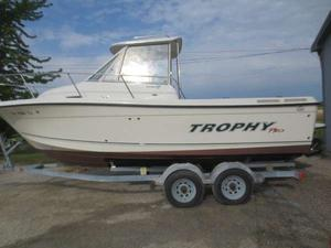 Used Trophy 2352 WA Freshwater Fishing Boat For Sale