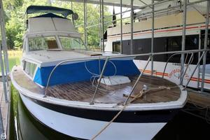 Used Chris-Craft Catalina 33 Sports Fishing Boat For Sale