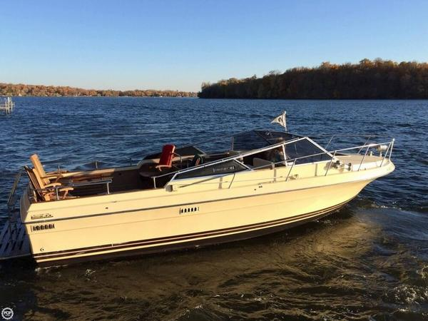 Used Century Venturer 300 Runabout Boat For Sale