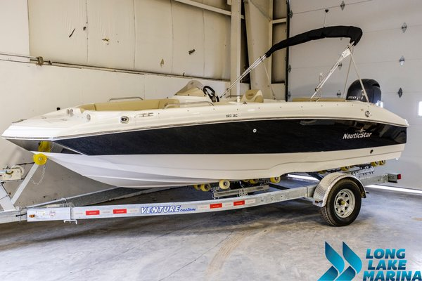 New Nauticstar Deck Boat For Sale