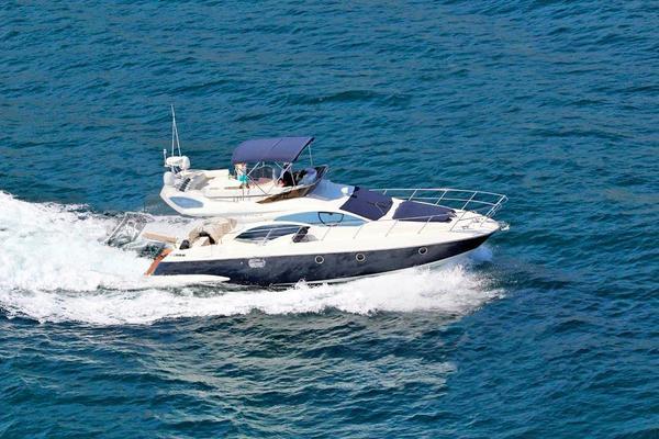 Used Azimut 43 Flybridge Boat For Sale