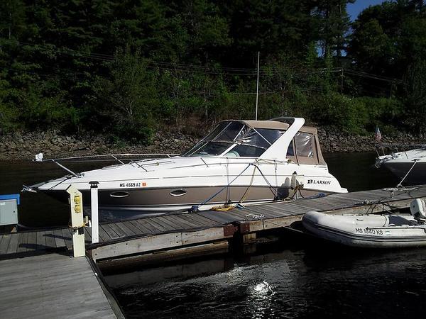 Used Larson Cabrio 274 Express Cruiser Boat For Sale