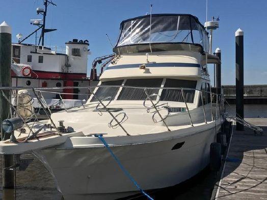 Used Chris-Craft Sundeck Motoryacht Motor Yacht For Sale