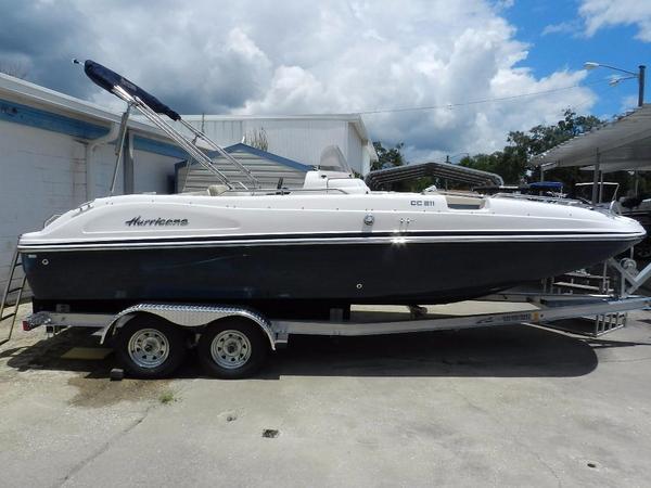 New Hurricane SunDeck Sport 211 OB Deck Boat For Sale