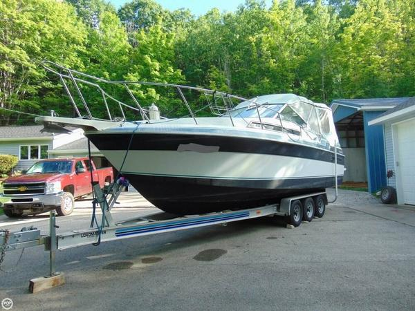 Used Wellcraft Monte Carlo 2800 Express Cruiser Boat For Sale