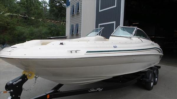 Used Sea Ray 210 SD Deck Boat For Sale