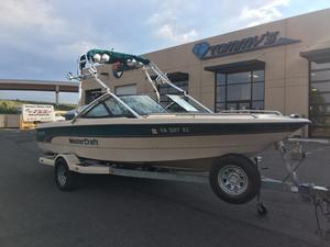 Used Mastercraft Prostar 205 Ski and Wakeboard Boat For Sale