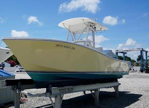 Used Regulator 24 Classic Center Console Fishing Boat For Sale