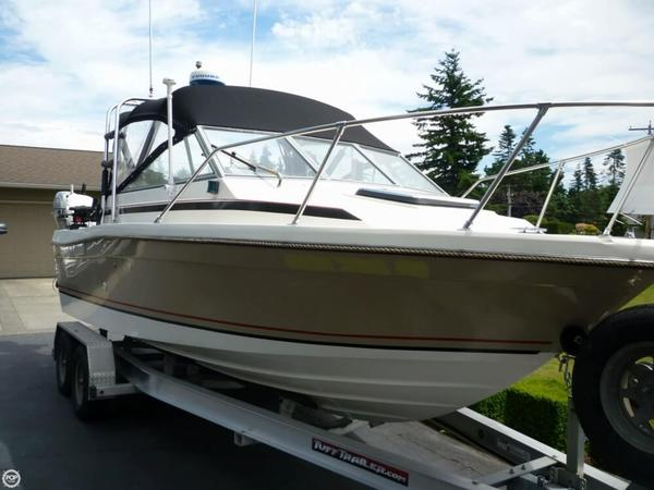 Used Trophy Cuddy 2160 Express Cruiser Boat For Sale