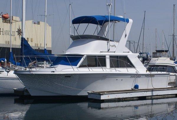 Used Uniflite 32 Flybridge Boat For Sale