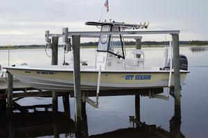 Used Pathfinder 2200 Bay Boat Center Console Fishing Boat For Sale