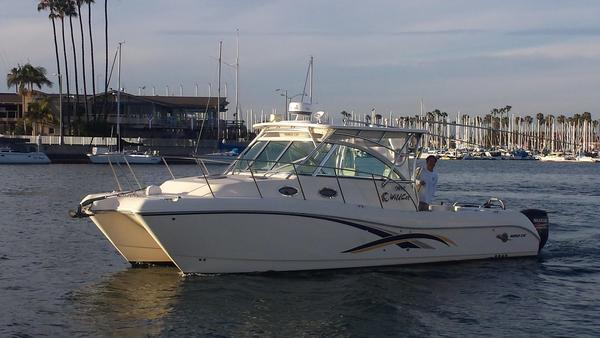 Used World Cat 320 Express Cabin Sports Cruiser Boat For Sale