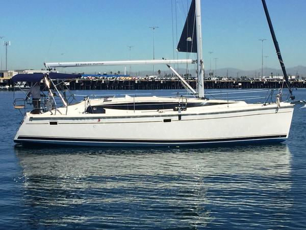 New Hunter Marlow Hunter 37 Cruiser Sailboat For Sale