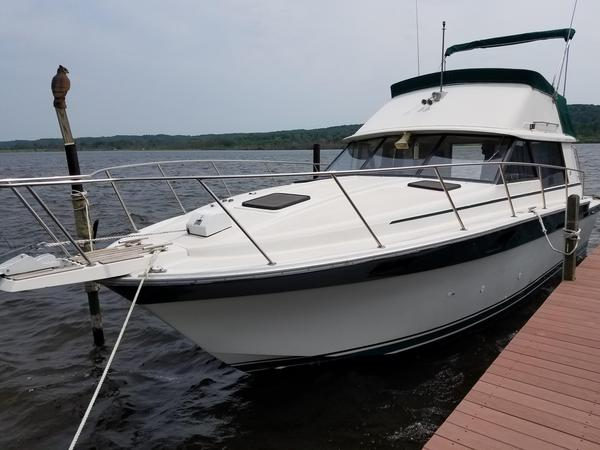 Used Silverton FlybridgeFlybridge Cruiser Boat For Sale